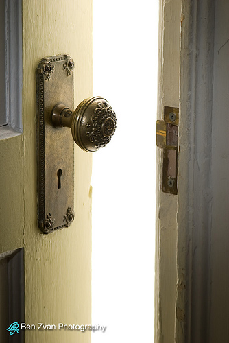 Door photo by Ben Zvan {flickr creative commons}
